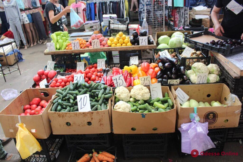 Судак, кукуруза и голубика: воскресные цены на одесском «Привозе»