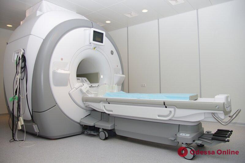 Примагнитило к томографу: в одесской клинике из-за неосторожности мужчина получил травмы