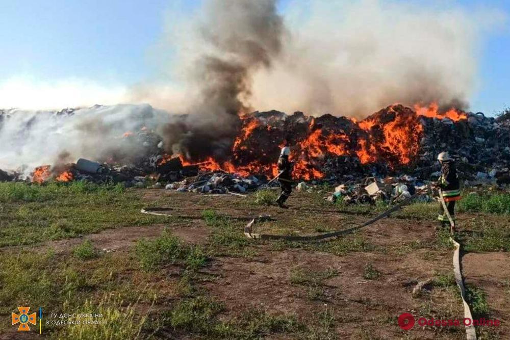 В Одесской области спасатели тушили пожары на двух свалках