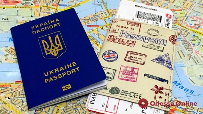 Полностью вакцинированные украинцы могут путешествовать в Нидерланды и Австрию