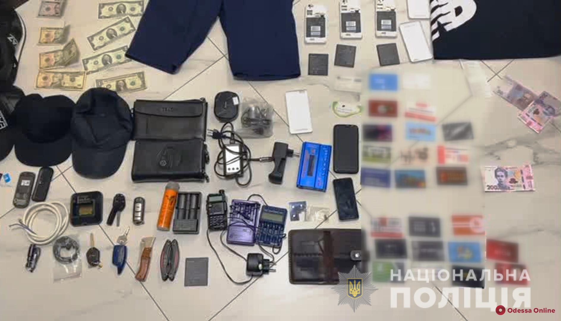 На Киевском шоссе трое гастролеров украли из машины одессита 300 тысяч