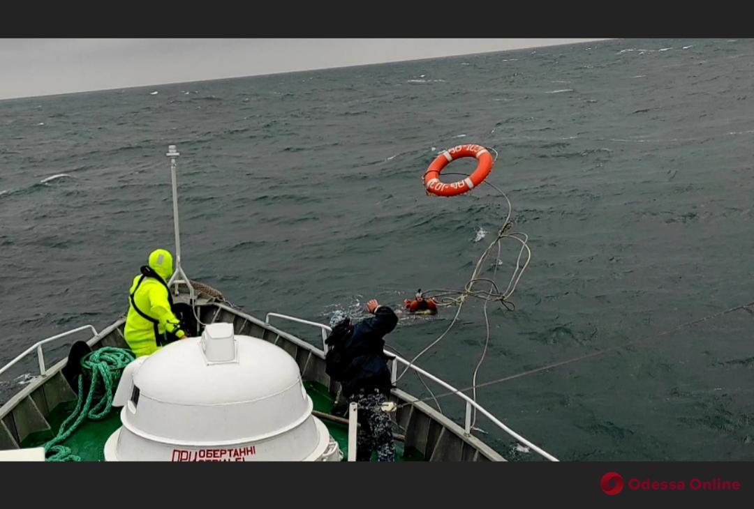 Во время учений «Си Бриз» спасли парашютиста, которого отнесло в открытое море (видео)