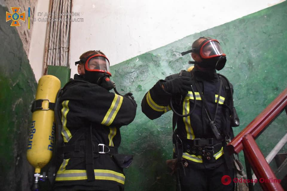 В Одессе тушили пожар на заводе «Стальканат»
