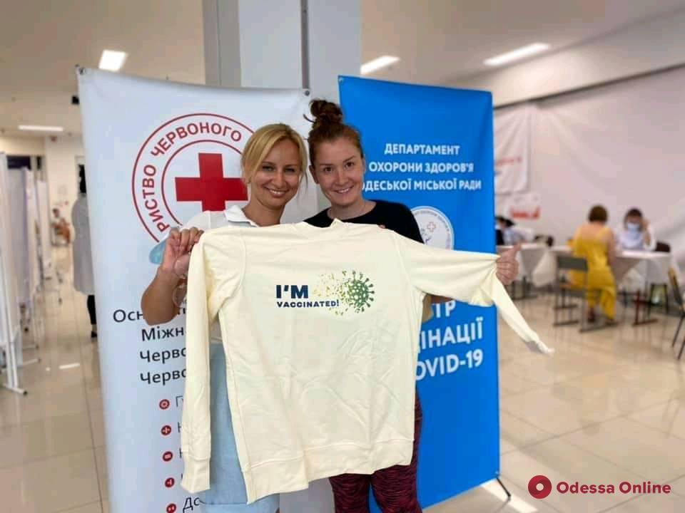 В Одессе за первые два часа работы пунтов массовой вакцинации от Covid-19 привились 1 060 человек