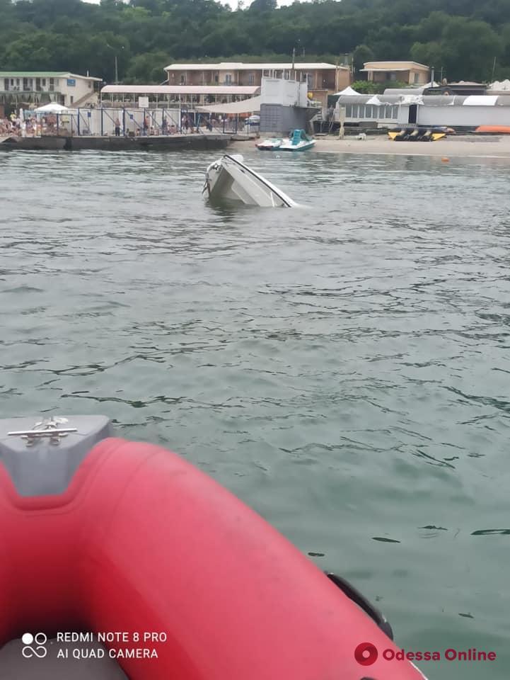 В районе «Ланжерона» перевернулась яхта-участница парусной регаты