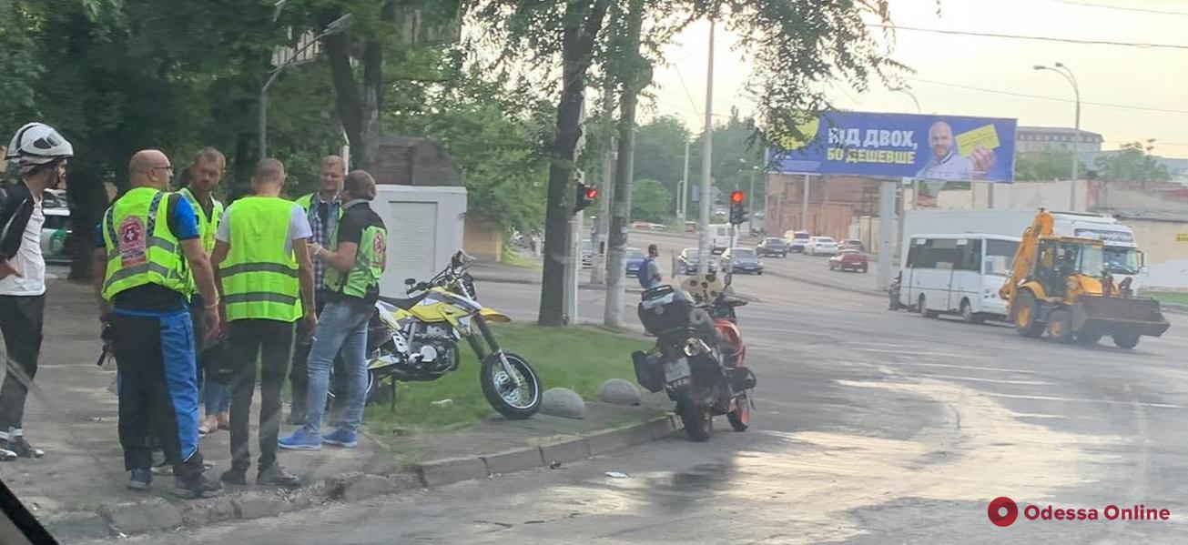 В Одессе столкнулись мотоцикл и маршрутка