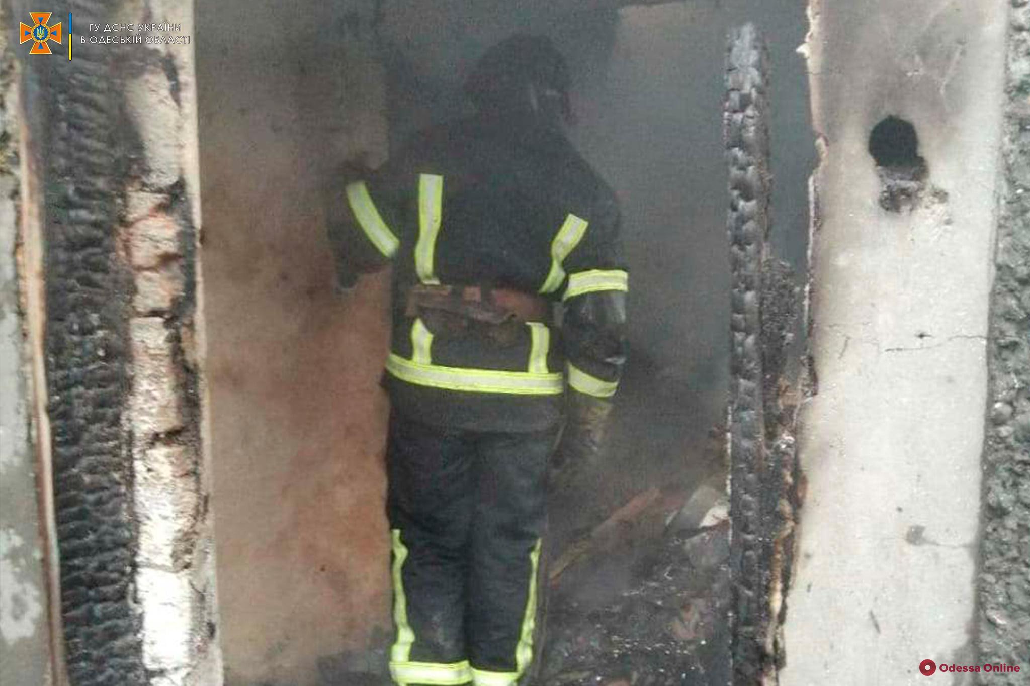 На Львовской тушили пожар в частном доме