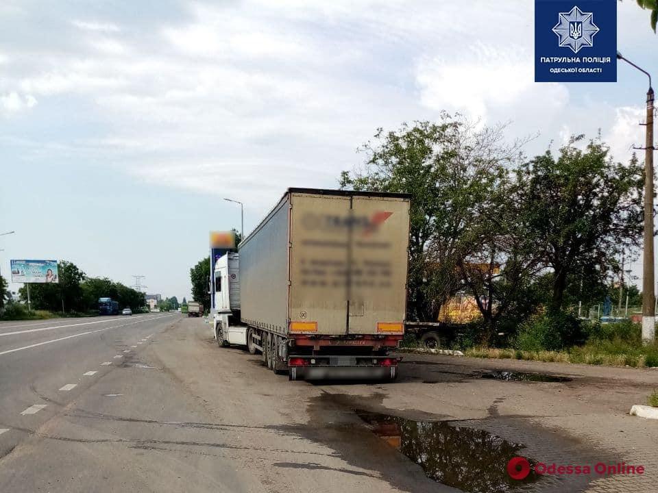 Одесские патрульные поймали двух пьяных водителей фур
