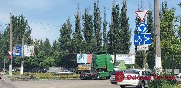С сегодняшнего дня на оживленном перекрестке в районе поселка Котовского вводится круговое движение