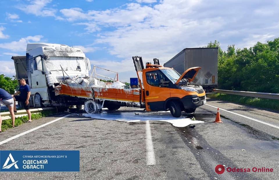 В ДТП на трассе Киев-Одесса пострадали дорожные рабочие