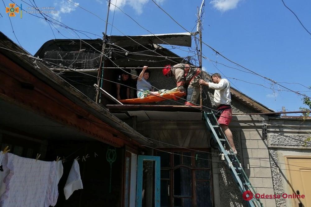 В Кодыме спасатели сняли с чердака травмированную женщину