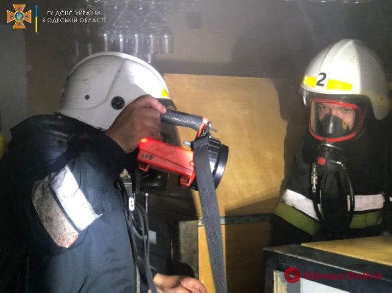 В кафе на Итальянском бульваре тушили пожар (фото)