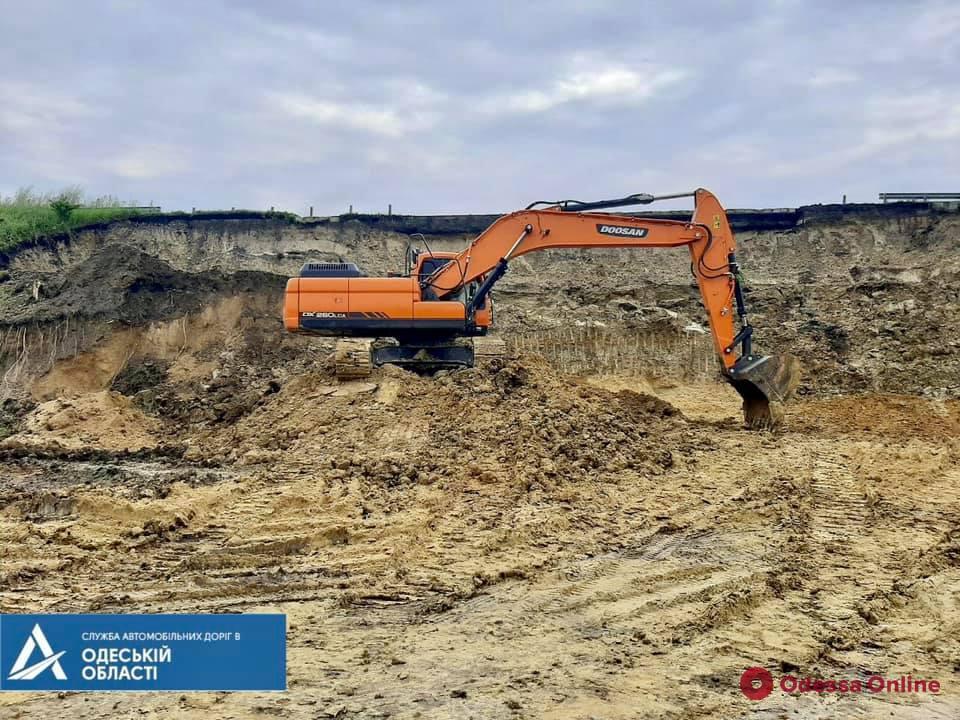 На участке трассы Киев – Одесса в Подольском районе произошел оползень
