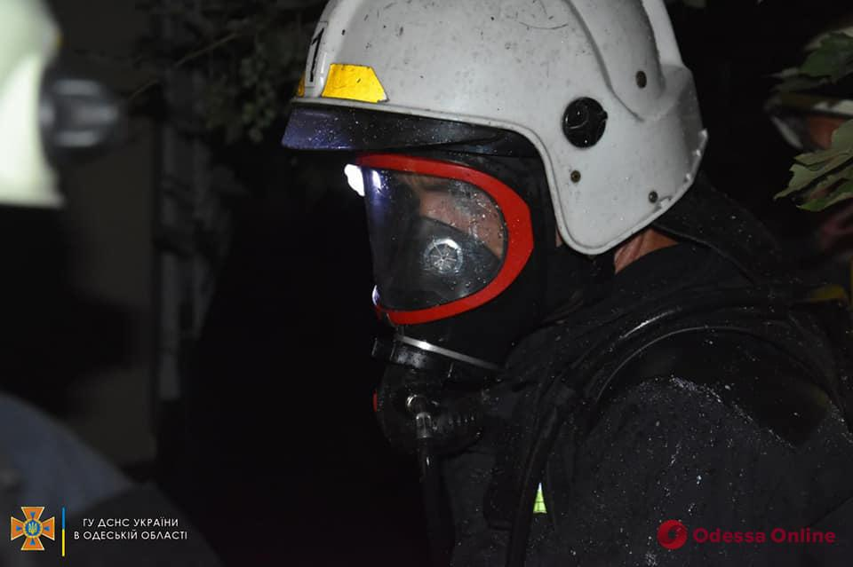 На Некрасова тушили пожар в подвале трехэтажки (фото)