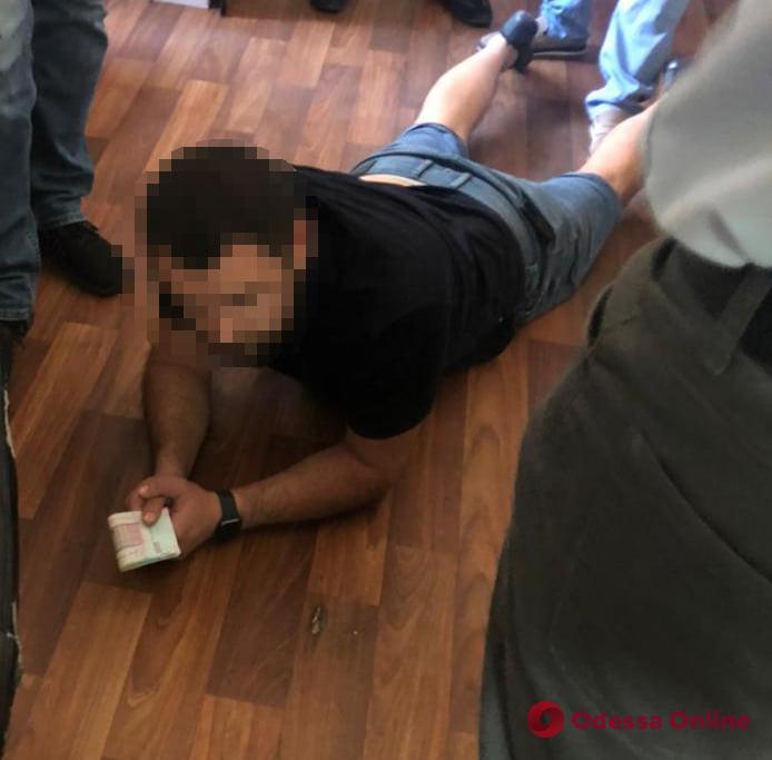 В Одессе на взятке поймали судебного эксперта