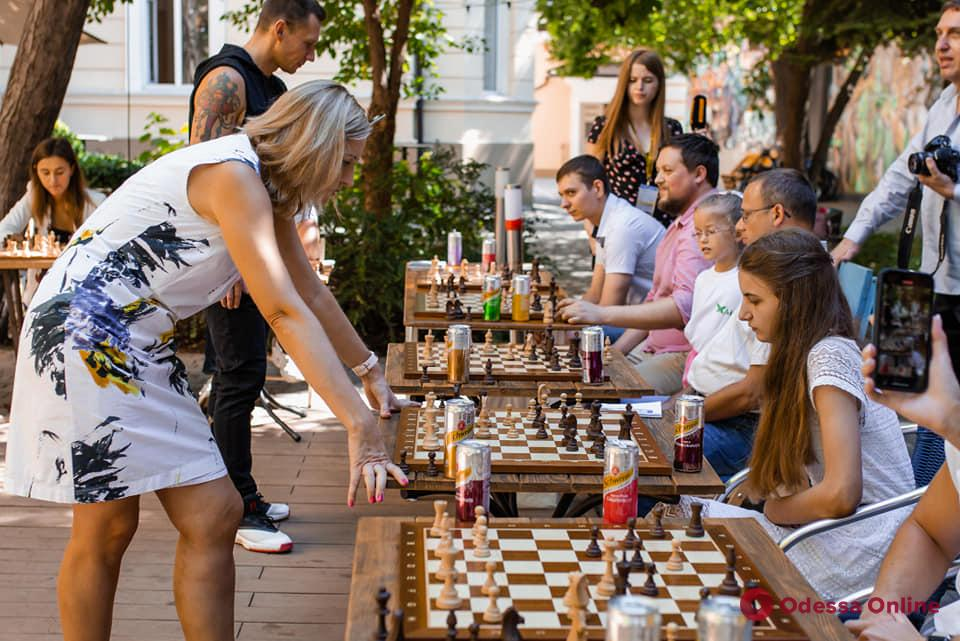 Титулованная одесская шахматистка проведет сеанс одновременной игры в Горсаду