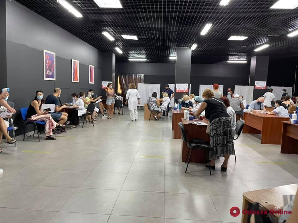 Можно выбрать Pfizer, Moderna или CoronaVac: в Одессе на этой неделе центры массовой вакцинации будут работать два дня