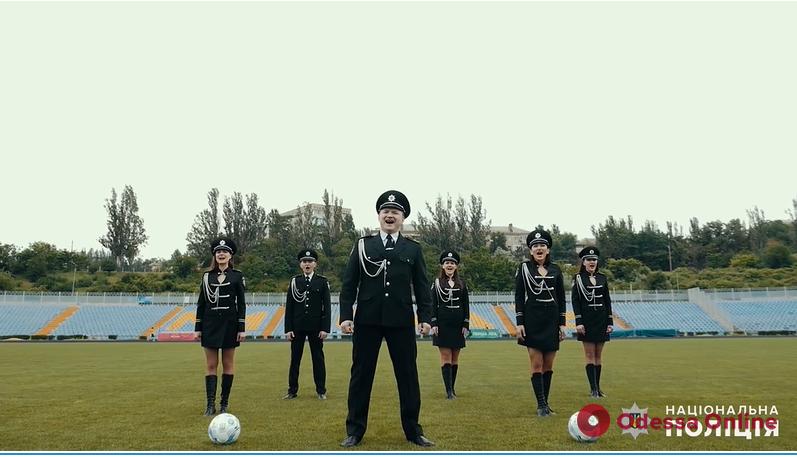 Николаевские полицейские сняли задорный клип в поддержку сборной Украины по футболу (видео)