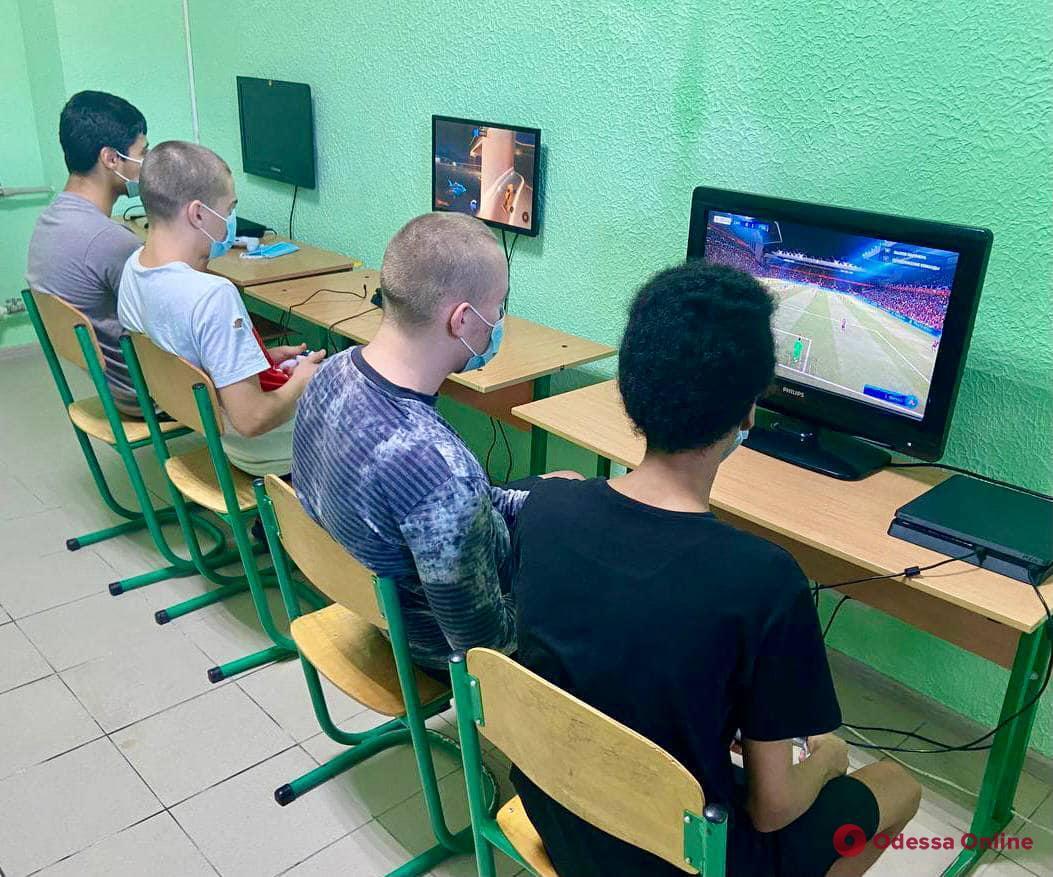 Игры не для взрослых: в одесском СИЗО появились консоли PlayStation 4 (фото)