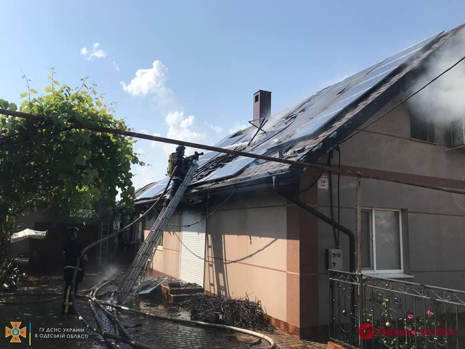 Огонь охватил 100 квадратных метров: в Доброславе горел жилой дом (фото, видео)