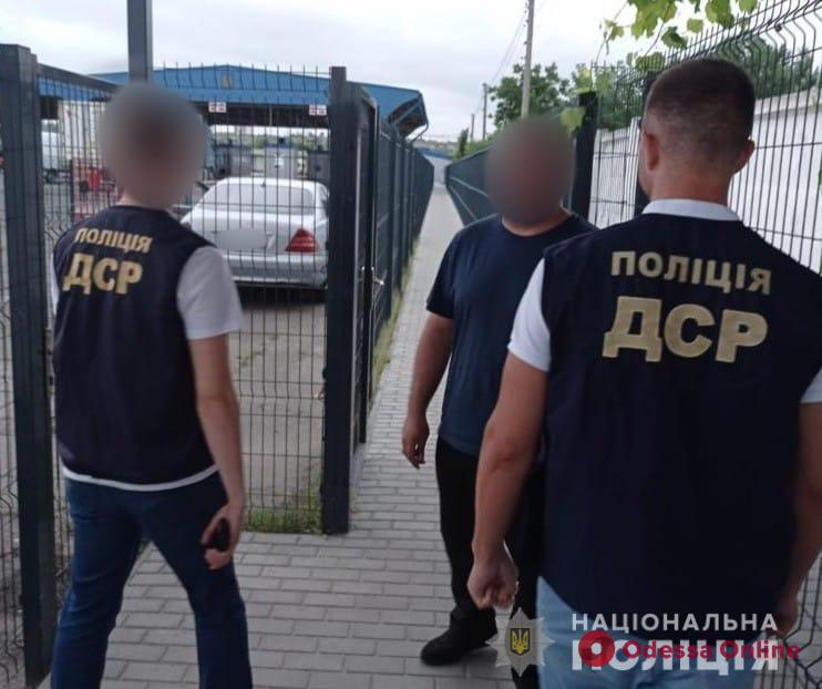 Одесские правоохранители выдворили в Молдову криминального авторитета, контролировавшего этнические преступные группы