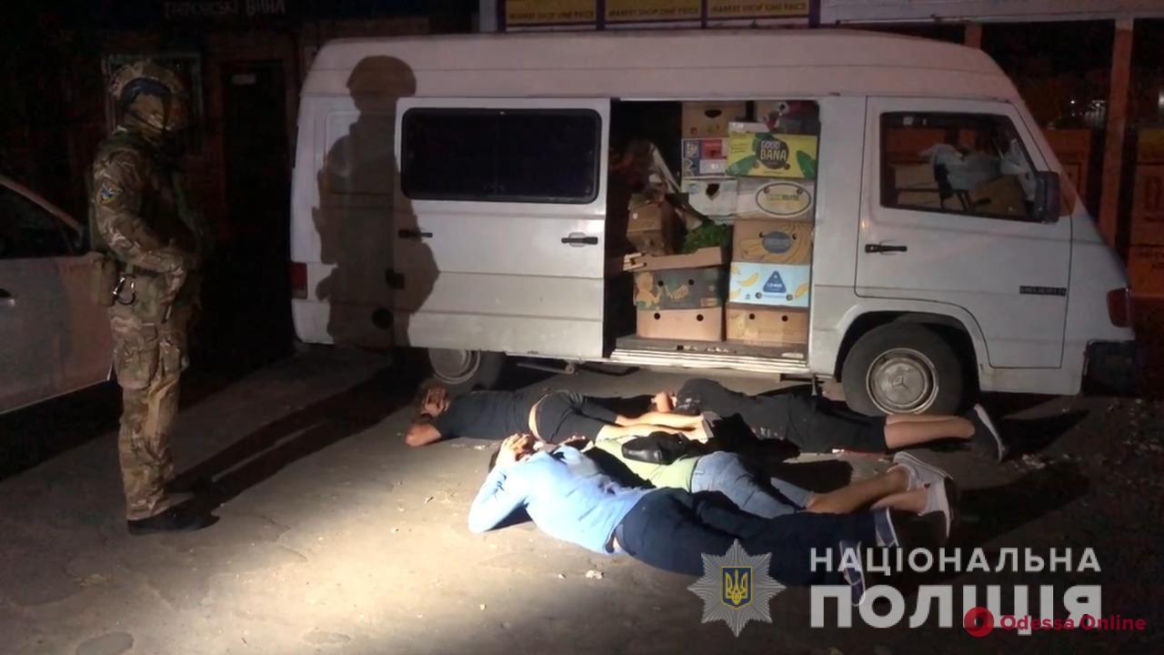 Похищали, избивали и отбирали деньги: в Одессе разбойники систематически «кошмарили» предпринимателя