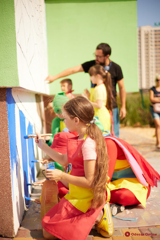Юные одесситы создали детский мурал на стене ЖК «Акварель»