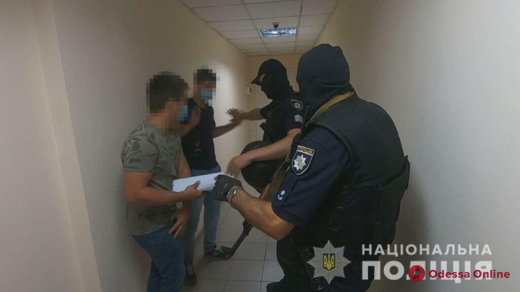 Блокировали вход и «заминировали» здание: в Одессе пытались сорвать аукцион по продаже земли