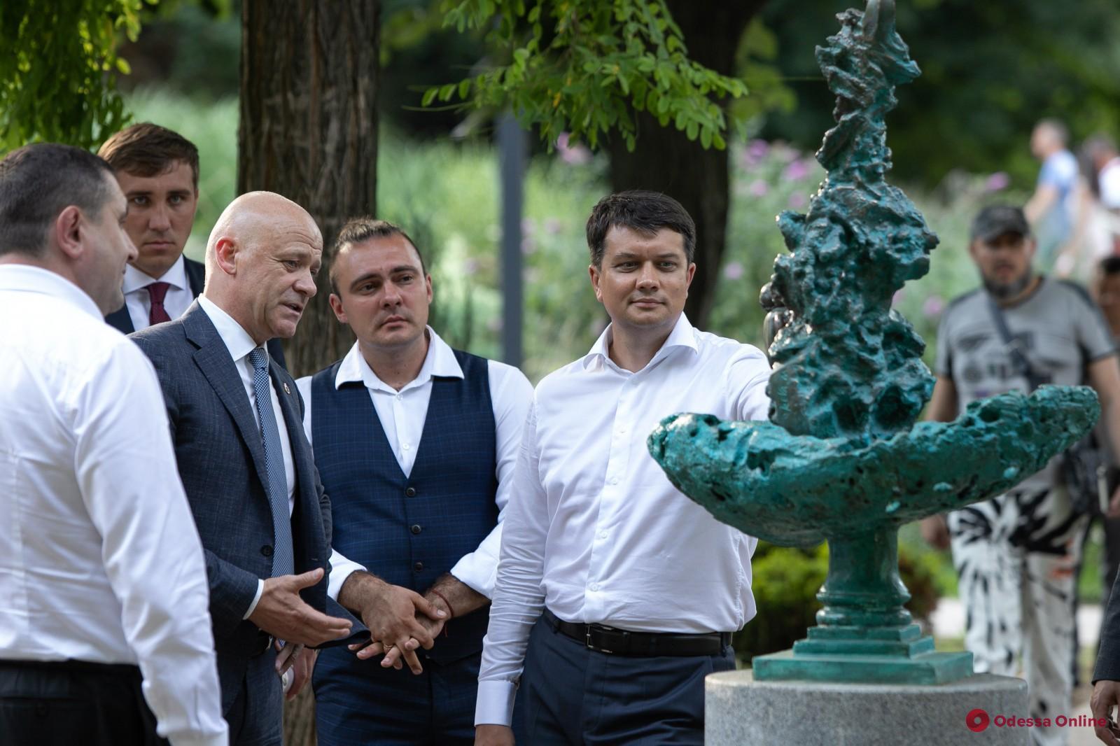 Геннадий Труханов и Дмитрий Разумков прогулялись по Одессе и обсудили важные вопросы