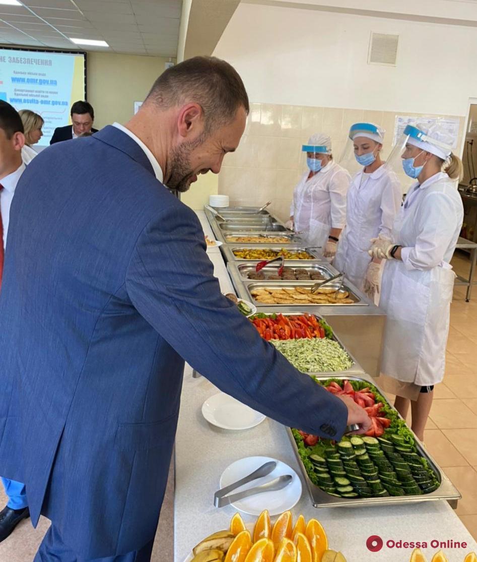 Министр образования Сергей Шкарлет позитивно оценил реформу школьного питания в Одессе