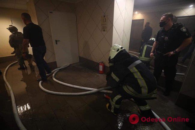 В Киеве мужчина стрелял из охотничьего ружья в полицейского и гражданского — введена спецоперация «Гром»