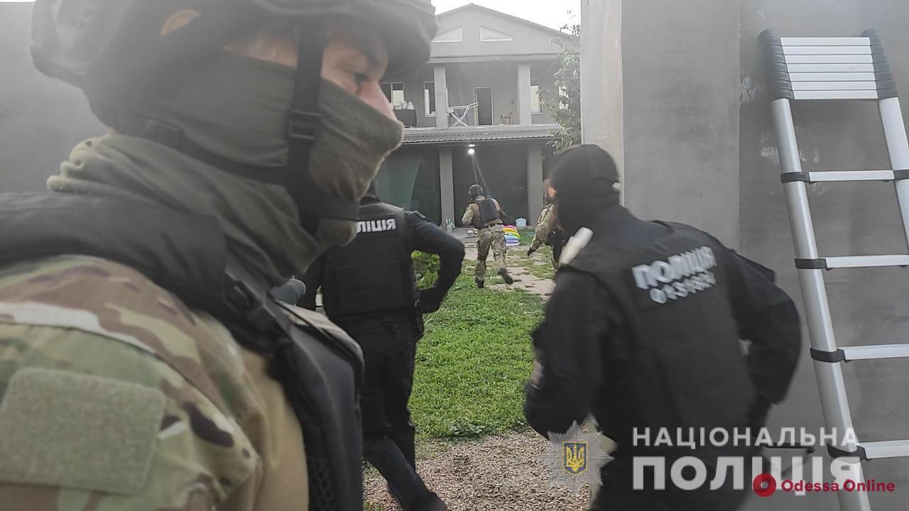 Месячный оборот в полмиллиона: одесские полицейские разоблачили этническую группу наркоторговцев
