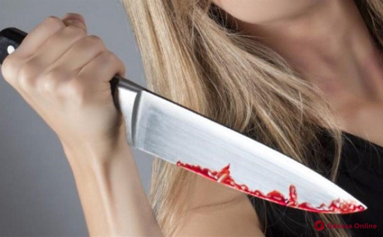 Одесситка во время скандала ударила сожителя ножом