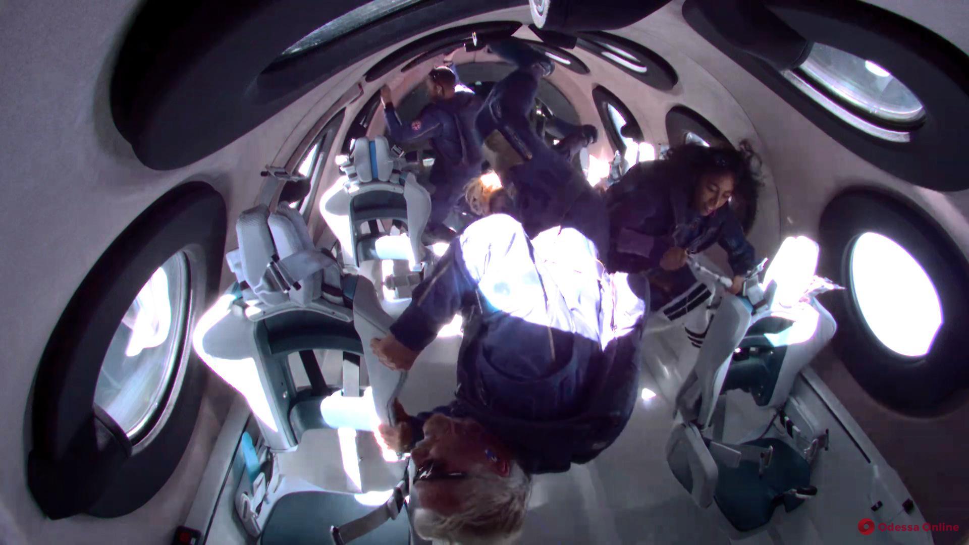 Миллиардер Ричард Брэнсон побывал в космосе (видео)