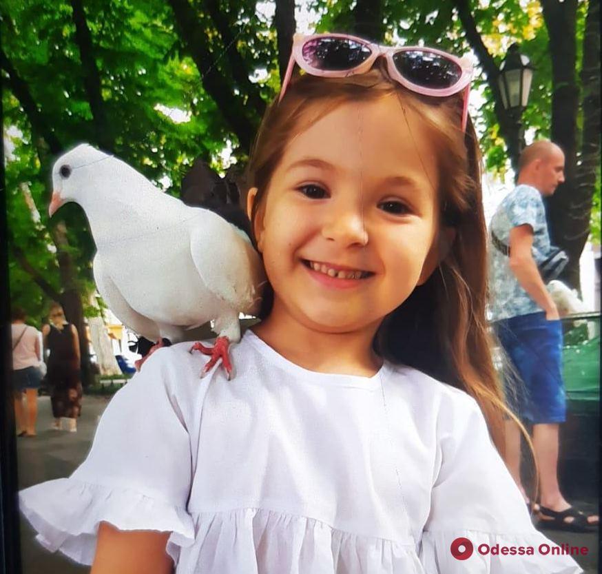 Внимание, розыск: в Одессе пропала 7-летняя девочка (обновлено)
