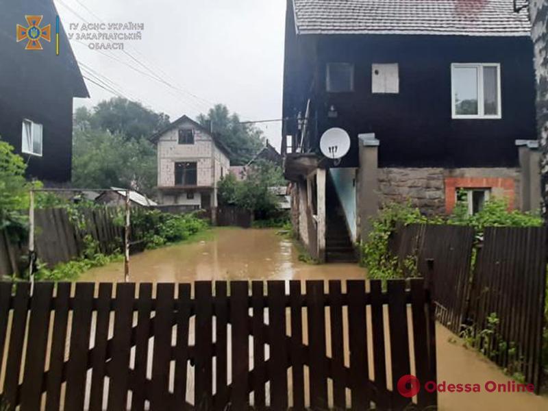 Украину накрывают грозы и шквалы