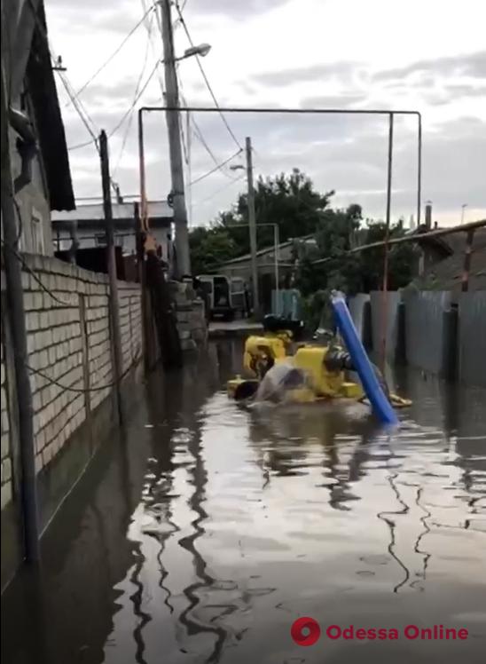 В Одессе ночной ливень подтопил свыше трех десятков частных домов – людей эвакуировали