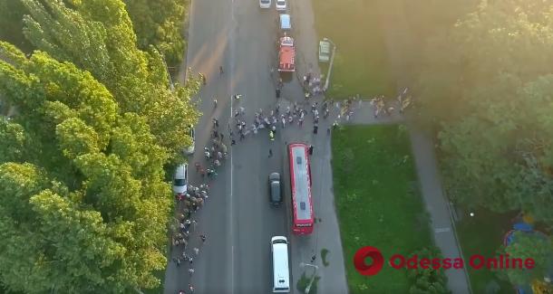 В Одессе участники крестного хода спровоцировали транспортный коллапс (видео)