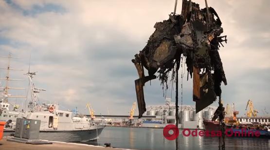 В Одессе во время учений «Си Бриз» подняли со дна обломки затонувшего пять лет назад катера (фото, видео)