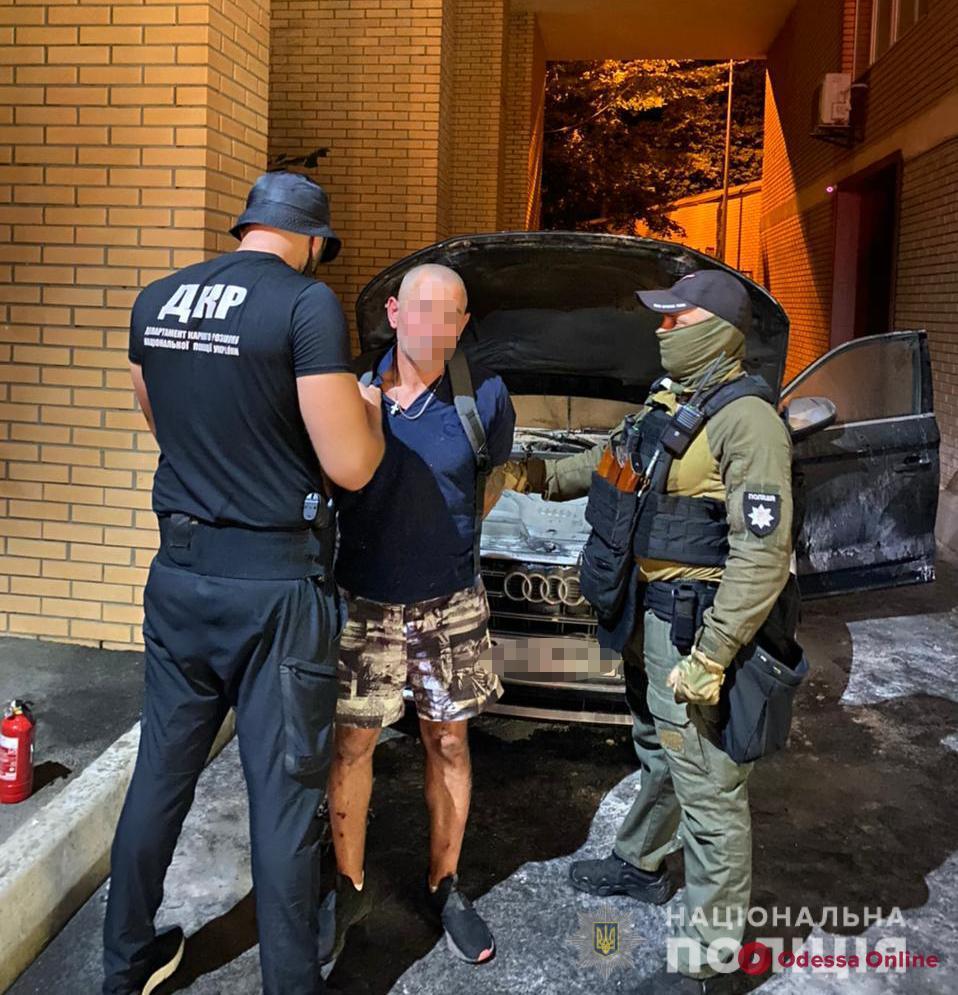 Бросили «коктейль Молотова»: в Киеве двое одесситов подожгли автомобиль