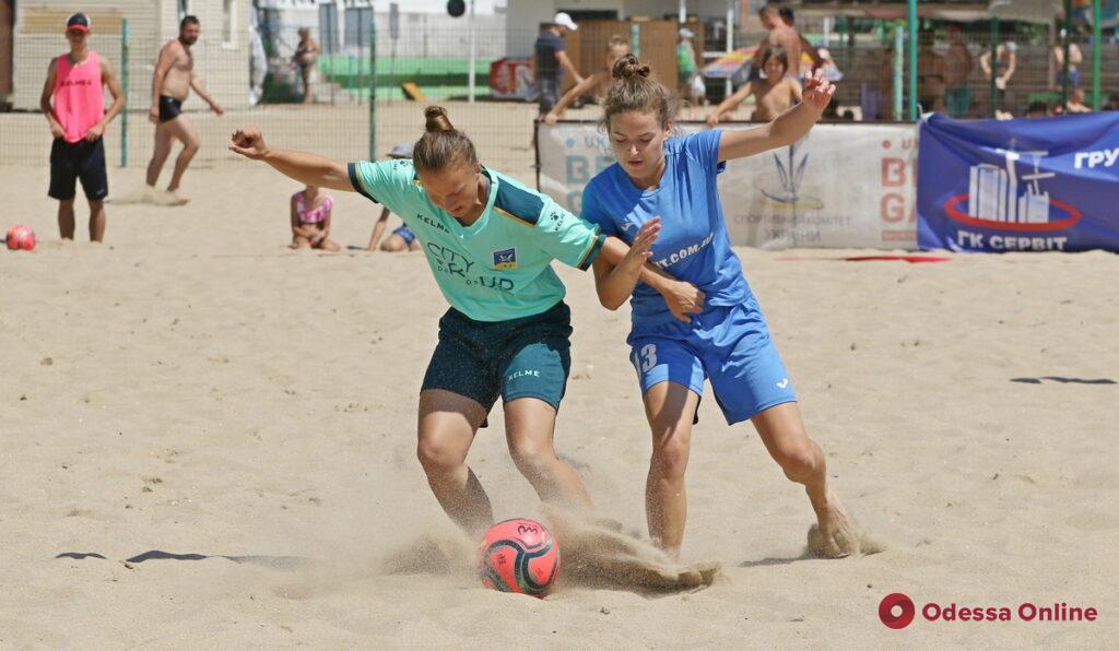 В Черноморске состоялся чемпионат Украины по пляжному футболу среди женских команд (фото, видео)