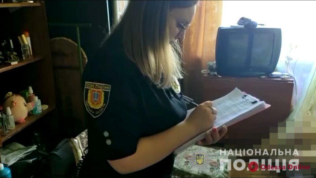 Позвонила в больницу на третий день: жительница Черноморска в свой день рождения зарезала супруга