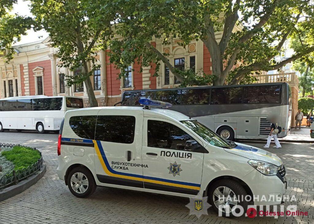 Полиция проверяет информацию о минировании мэрии Одессы (обновлено)