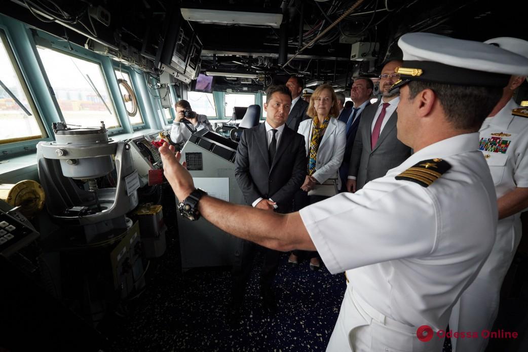 В Одессе Владимир Зеленский посетил эсминец Ross ВМС США