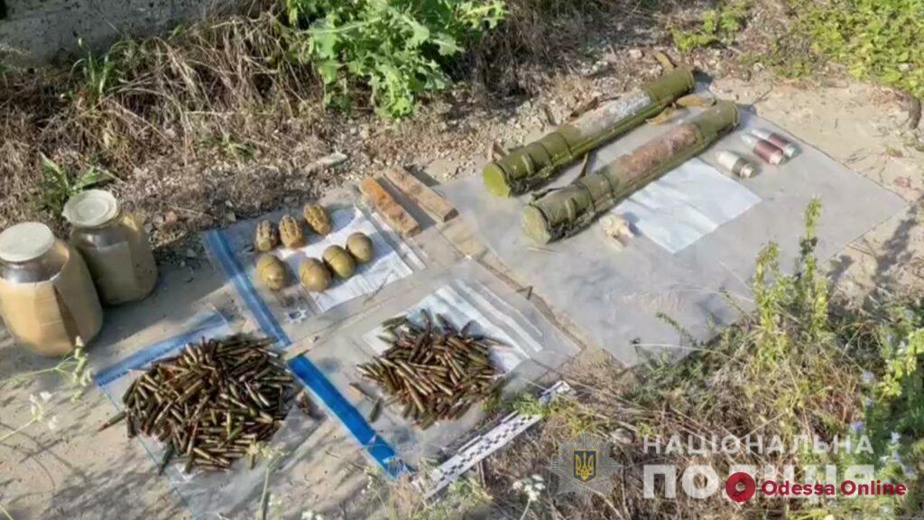 Под Одессой силовики нашли тайник с оружием и боеприпасами