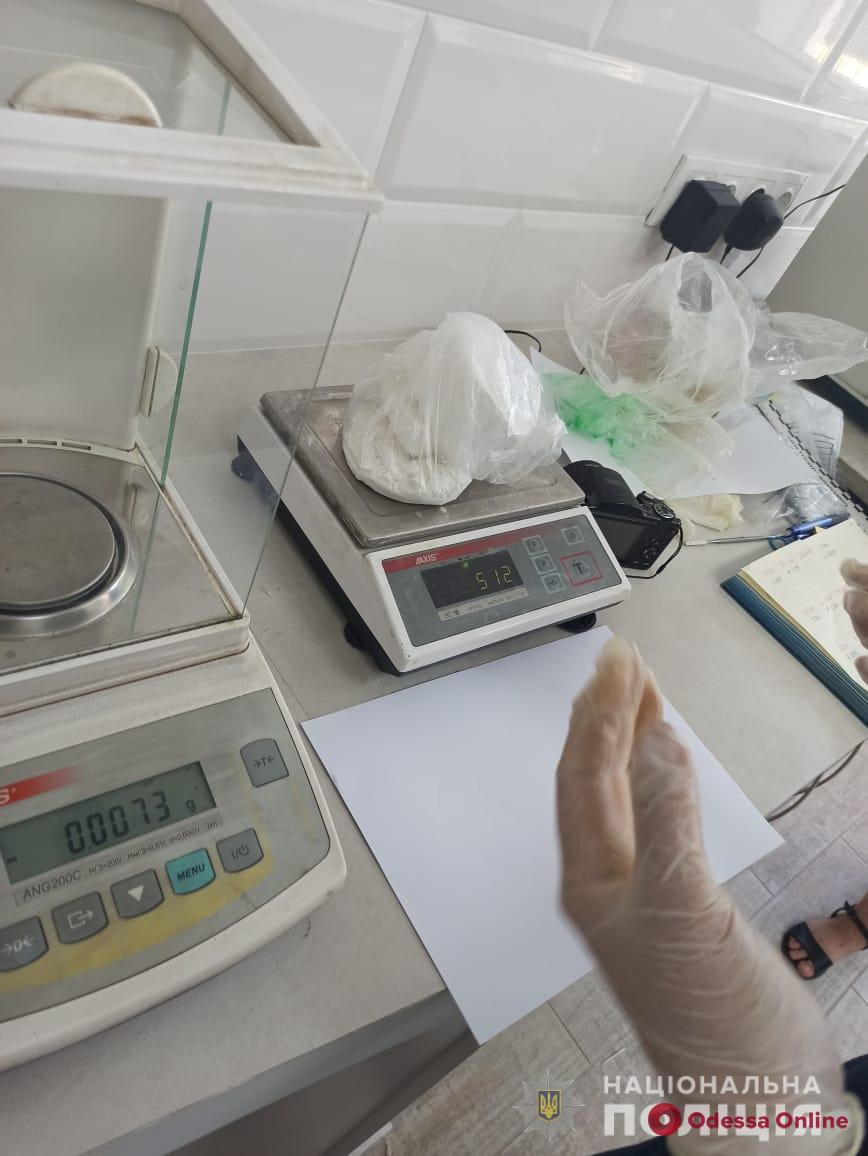 В Одессе задержали иностранца с 500 граммами кокаина