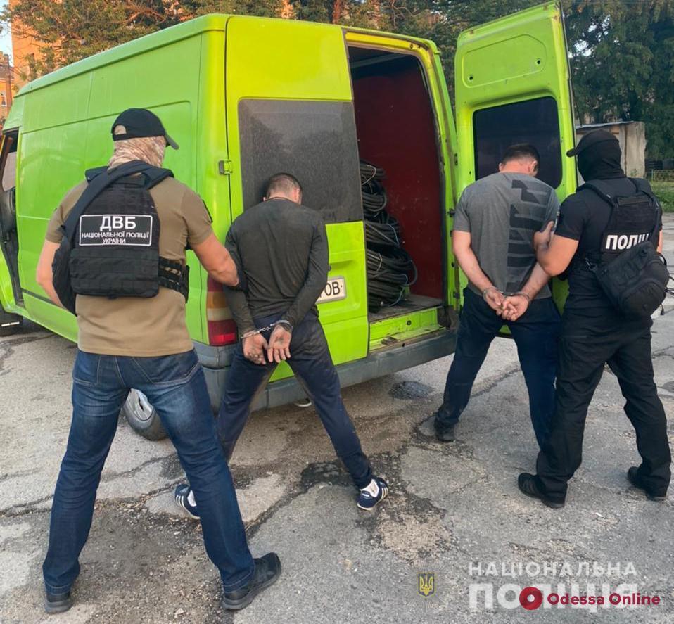 Полиция задержала группировку, которая занималась кражами электрооборудования с неработающего НПЗ