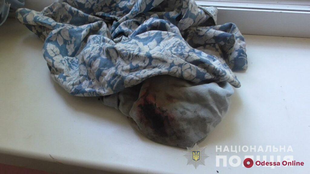 Разбойники под предлогом покупки телефона жестоко избили одессита и забрали ценные вещи