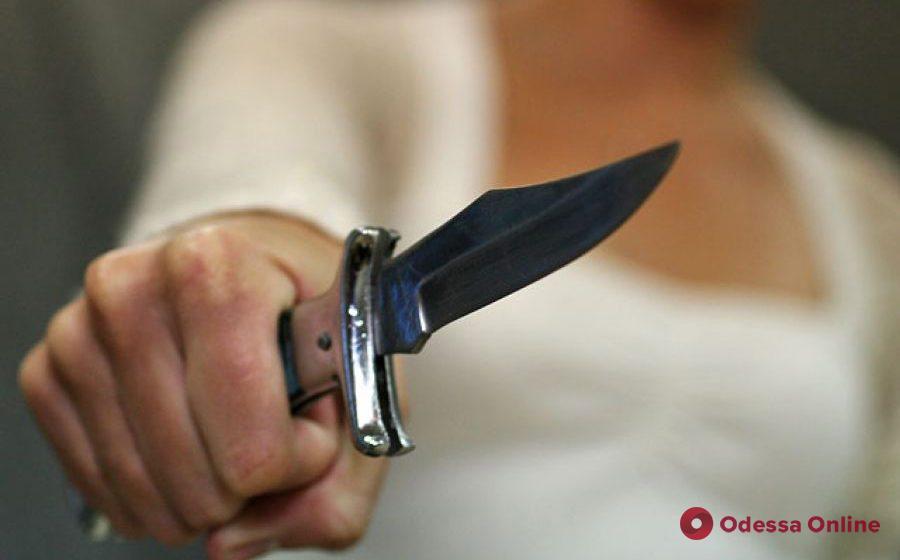 На Таирова из-за отказа купить спиртное парень ударил собутыльника ножом в живот — раненого обнаружили прохожие