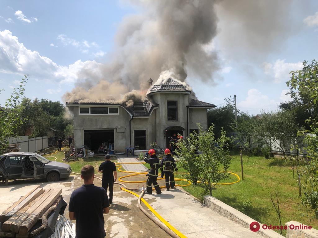 На Прикарпатье самолет упал на частный дом – четверо погибших (фото, видео, обновлено)